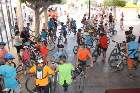 """Más de centenar de participantes en el popular """"recorrido en bici"""" por el municipio de Gádor"""