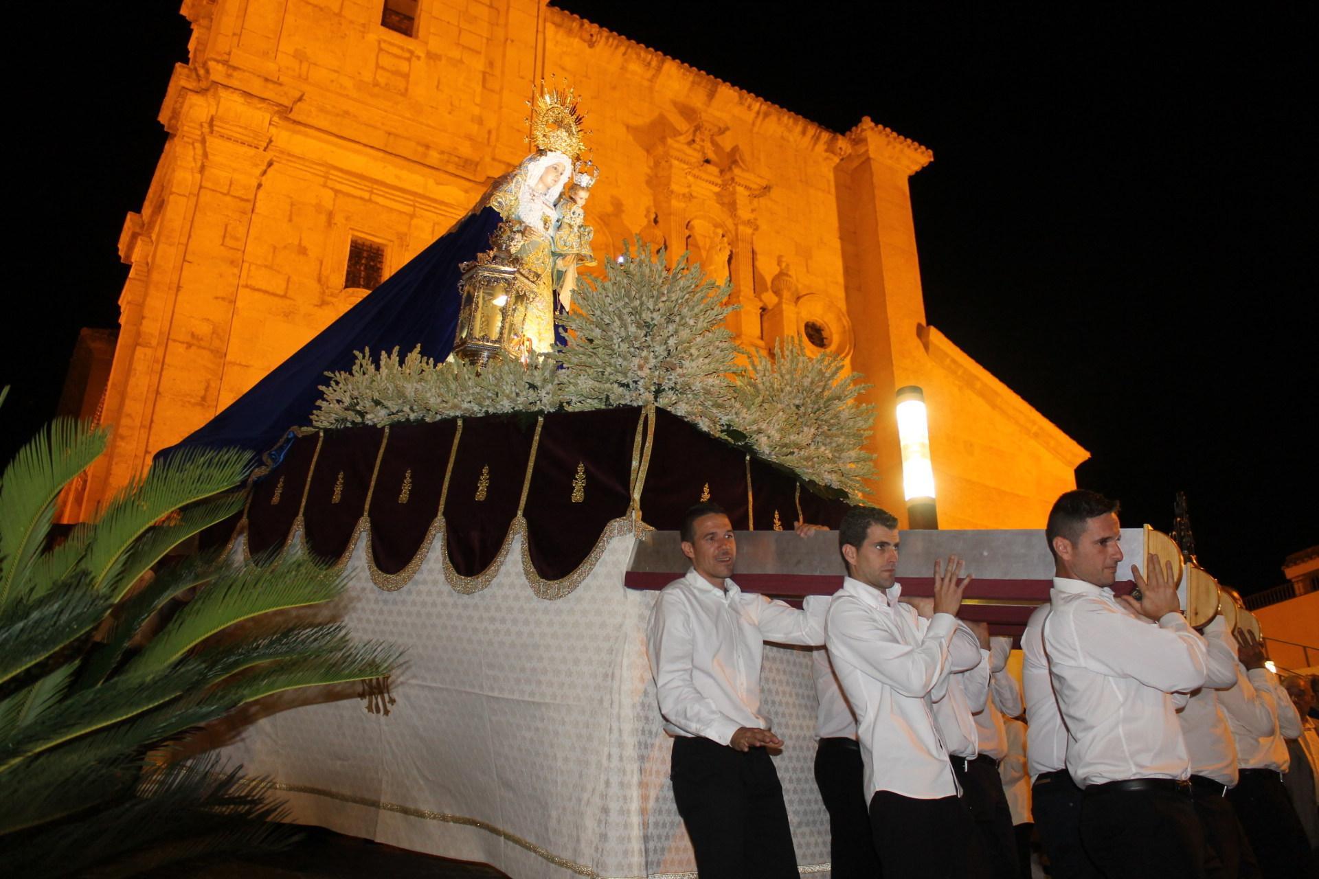 Gádor despide la Feria 2015 con la procesión en honor a su patrona la Virgen del Rosario