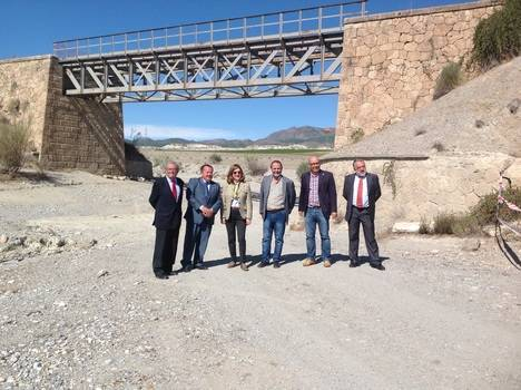 La vía férrea Guadix-Almendricos se vuelve verde