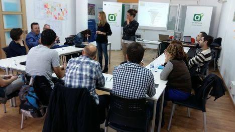 Más de un centenar de empresarios de Los Vélez aprenden estrategias para mejorar su competitividad
