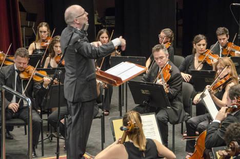 La OCAL ofrece un concierto lleno de emoción y energía, junto al violinista Jesús Reina