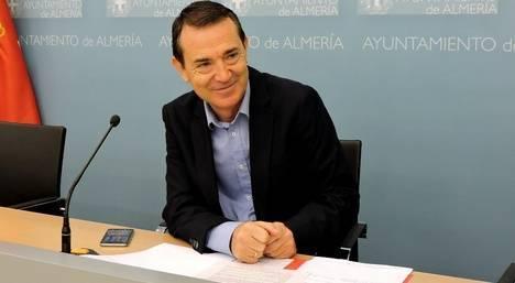 """El PSOE ofrece al PP un pacto para los presupuestos municipales y dice no saber si ya lo tiene acordado con """"otros"""""""