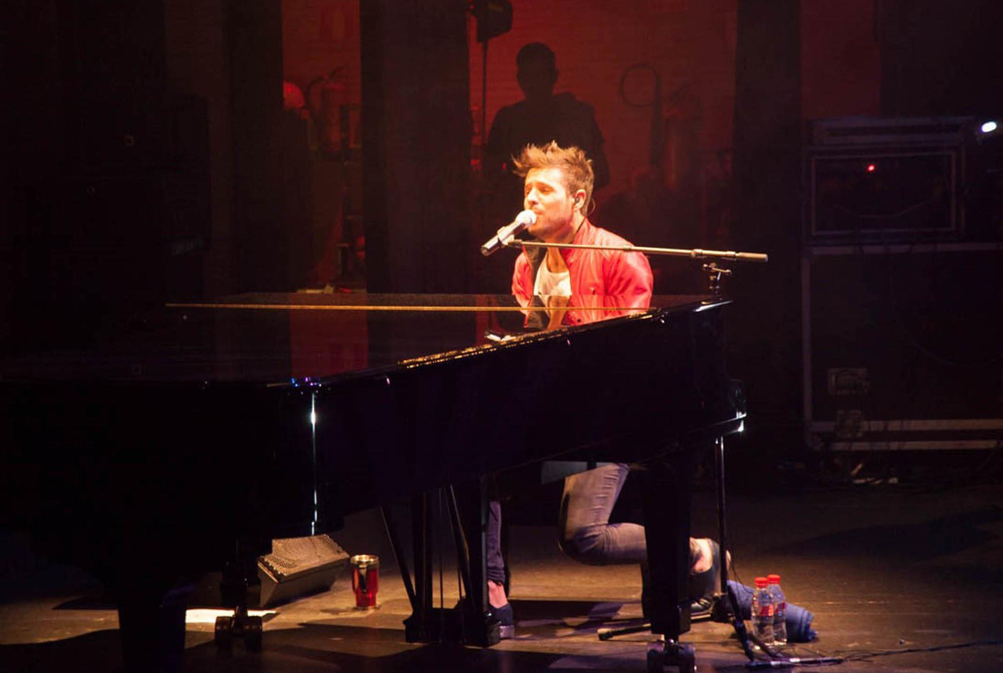 El público vivió 'La mejor noche de mi vida' con el concierto de Pablo López en Almería