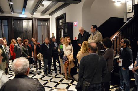 Medio centenar de almerienses, de 'paseo' por el Museo de Arte Doña Pakyta