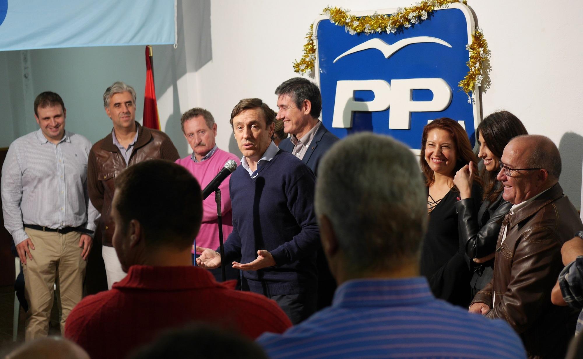 """Hernando pide a los interventores y apoderados de Adra un último esfuerzo para """"continuar con el cambio positivo que representa el PP"""""""