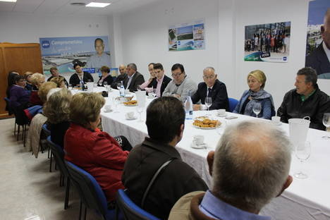 El PP explica en Roquetas sus propuestas sobre familia y tradición a las Cofradías