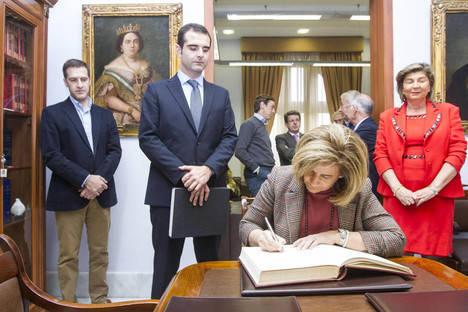 La ministra de Empleo anuncia el objetivo de crear 75.000 en Almería en los próximos cuatro años