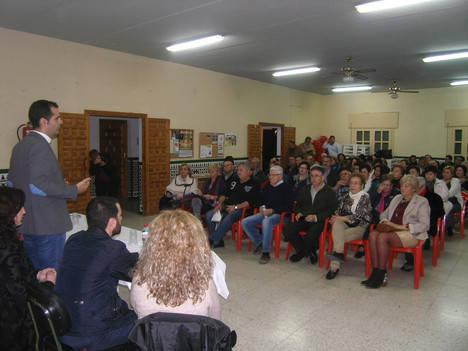 Fernández-Pacheco destaca la importancia que para los barrios tienen también las elecciones generales del 20-D