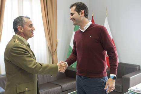 El alcalde recibe al subdelegado de Defensa