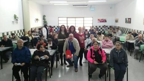 Los candidatos de IU Unidad Popular recogen las reivindicaciones de ASPAPROS