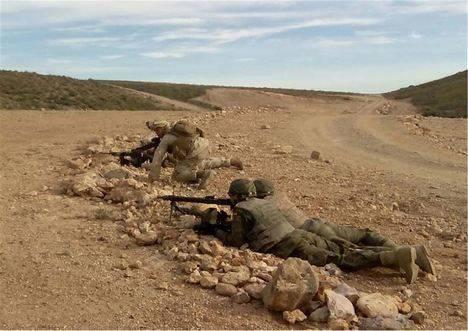 Legionarios y marines americanos realizan un ejercicio bilateral de maniobras en la base 'Álvarez de Sotomayor'