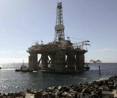 Arriba al puerto de Almería una gran plataforma petrolífera para el mantenimiento del gaseoducto Argelia-España