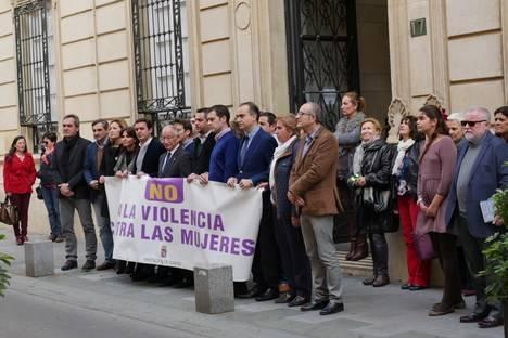La Diputación expresa el rechazo de Almería a la violencia machista tras el último crimen cometido en Adra