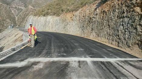 Diputación reconstruye la plataforma y repara los daños por lluvias en la Carretera de La Parra