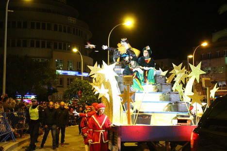 El Ejido reune un millar de figurantes, 7 carrozas, 13 actuaciones artísticas, desfile de zancudos, animales y hadas en la Cabalgata