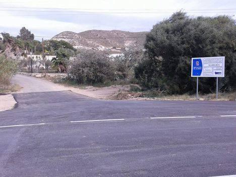 Diputación repara los daños por lluvias en la AL-51006 que conduce hasta Aguamarga