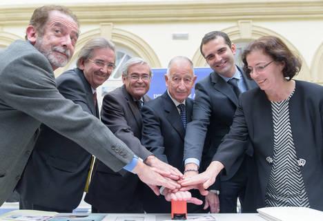 CORREOS presenta el sello del Milenio del Reino de Almería