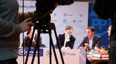 """Hernando consideró """"profundamente antidemocrático que Pedro Sánchez no quiera reunirse con Rajoy pero siga flirteando con Pablo Iglesias"""""""