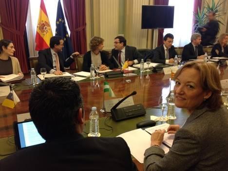 Carmen Ortiz insiste en la necesidad de que la Unión Europea actualice los precios de retirada de productos hortofrutícolas