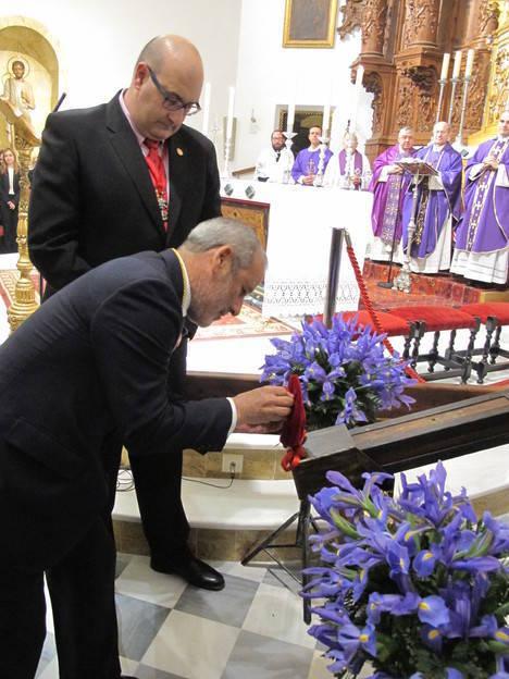 El Ayuntamiento de Vera impone la Medalla de Oro de la ciudad al Santísimo Cristo de la Misericordia