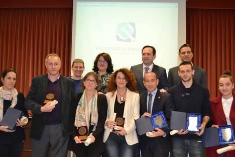 Premio a los mejores expedientes de la Facultad de Psicología de la UAL y a los profesores con más de 25 años de docencia