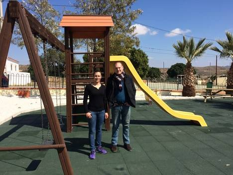 Ayuntamiento de Cuevas mejora la zona deportiva y el parque infantil de Los Guiraos