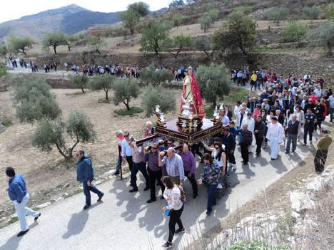 1.500 personas de Benizalón muestran su devoción a la Virgen de la Cabeza