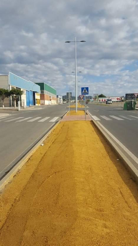 Finalizan las obras de acondicionamiento de las glorietas y medianas del Camino del Calvo en Campohermoso