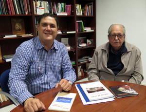 El poeta Julio Alfredo Egea visita el Instituto de Estudios Almerienses