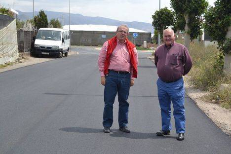 Incoal ejecuta las obras de acondicionamiento de un nuevo tramo de la carretera del Sector IV
