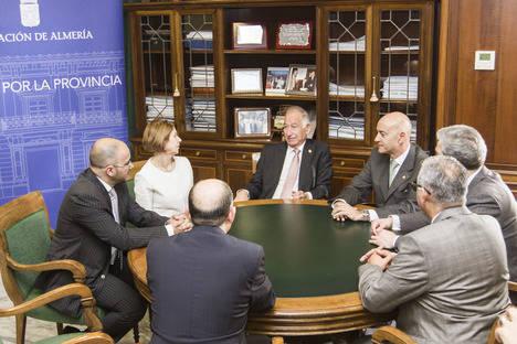 La embajadora de Argelia se acerca a la Diputación de Almería