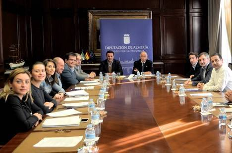 Diputación invertirá 350.000 euros en mejorar dos carreteras en Lucainena, Níjar y El Ejido