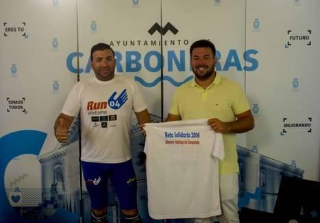 El carbonero Ramón Caparrós inicia su reto solidario de Almería hasta Santiago