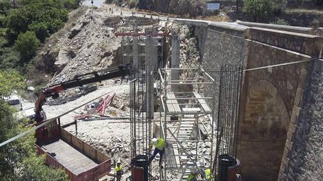 Diputación desdobla el acceso a Sierro con un nuevo puente en la AL-6101