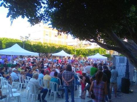 Podemos llena la Plaza de las Flores de El Ejido con Teresa Rodríguez y el candidato de Almería
