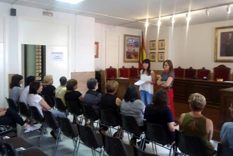 Diputación enseña a 18 mujeres de Vélez-Rubio técnicas básicas de pintura artística