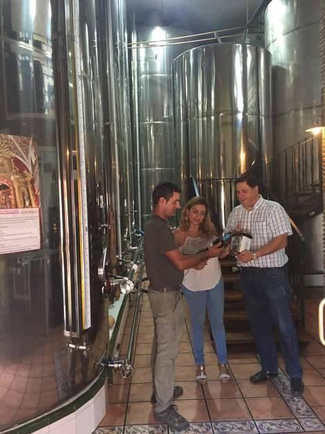 Visita a la Almazara de Canjáyar de la diputada de Agricultura