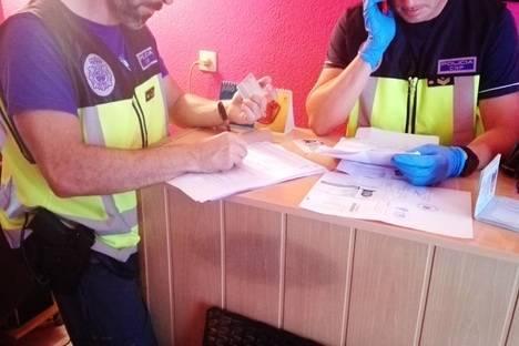 La Policía Nacional libera a una menor que era explotada sexualmente en un local de Almería