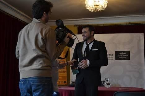 El actor Benjamín Soriano representa en Vélez Rubio con fines solidarios la obra 'Damas Primeras, Primeras Damas'