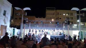 Garrucha saca a la calle las academias y grupos musicales para que el arte refresque las noches de verano