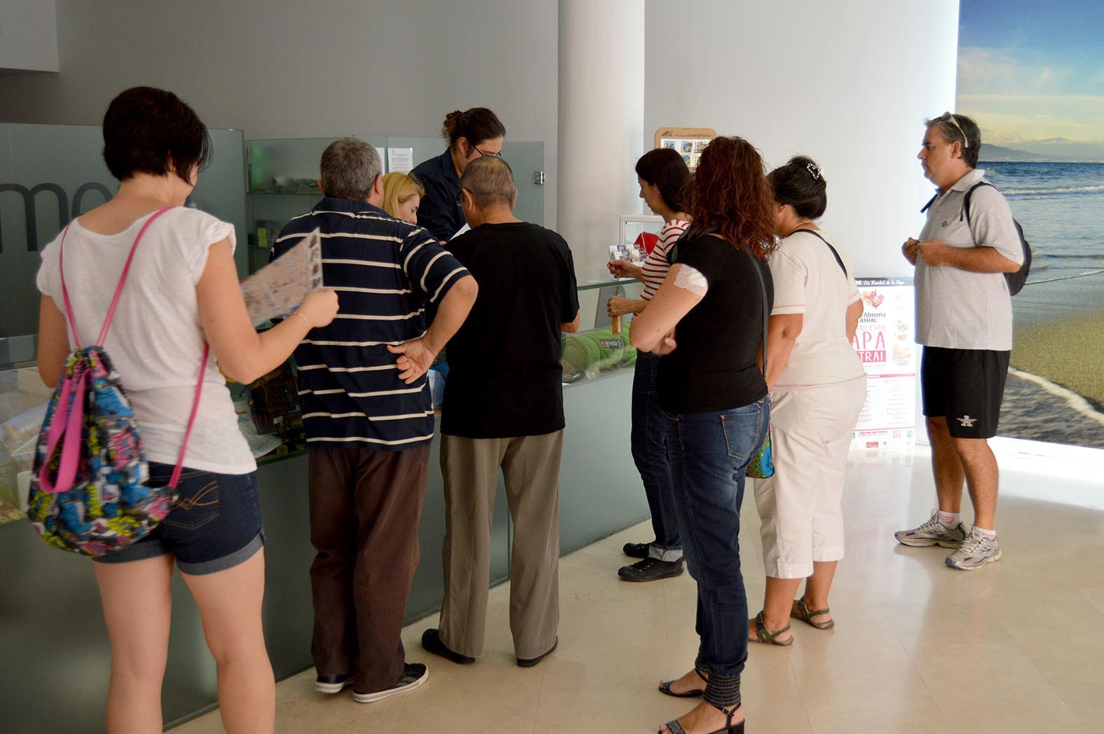 Personas pasaron por la oficina de turismo en agosto for Oficina de turismo de toledo capital