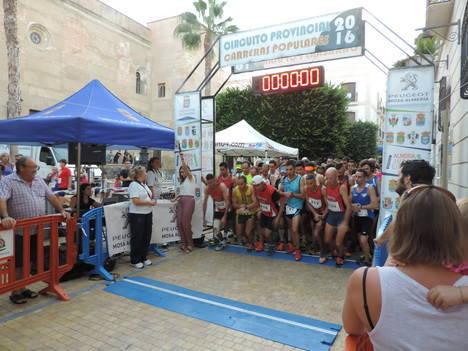 Más de 200 atletas participan en la penúltima prueba del Circuito Provincial de Carreras Populares celebrada en Vera