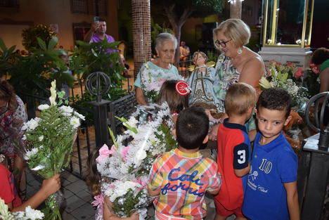 Gádor celebra las fiestas del Niño del Remedio con ofrenda floral, procesión y verbena popular