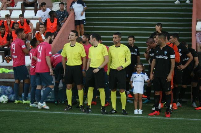 Alberto González y sus jugadores preparan con la moral alta su visita el domingo al líder Marbella