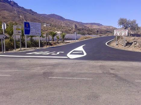 Diputación culmina la mejora de 2,4 kilómetros de la AL-3105 entre Lucainena y Turrillas