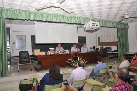 El delegado de Medio Ambiente pone en valor el desarrollo de las infraestructuras verdes durante la presentación de un libro sobre la Sierra de Gádor