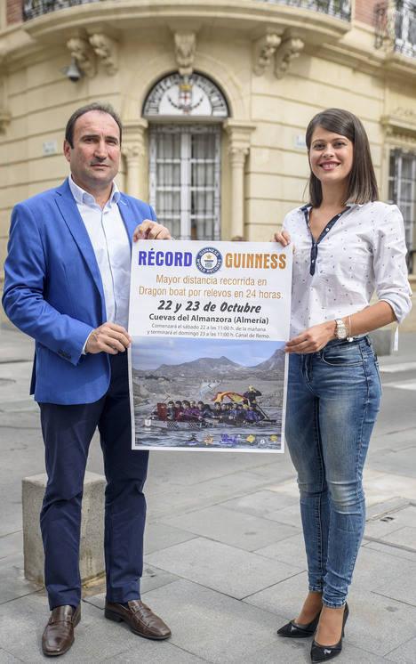 Diputación Provincial colabora con el intento de Récord Guinnes de 'Dragon Boat' en Cuevas del Almanzora