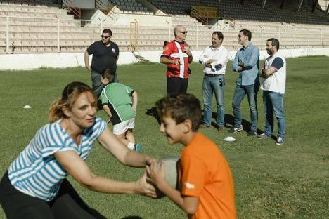 Niños con neurodiversidad disfrutan con el rugby en el Programa de Deporte Inclusivo de URA