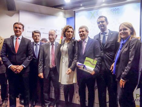 Diputación arropa a Pedro Caparrós en la entrega de los IX Premios Estrategia NAOS