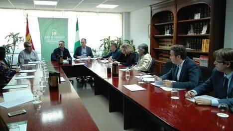 La Junta apoyará el asociacionismo comercial y el impulso de los centros comerciales abiertos